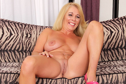 Blonde granny Crystal Taylor shows her tits and pussy