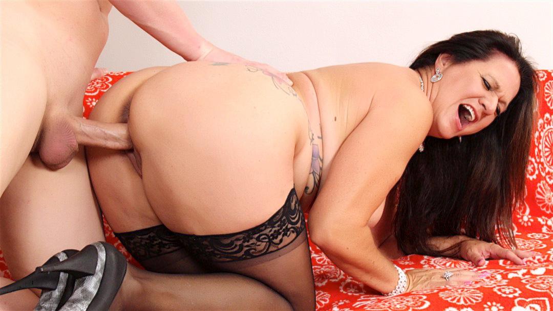 Mature brunette Leylani Wood gets pussy drilled